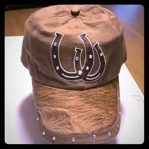 Horseshoe with rhinestones brown hat